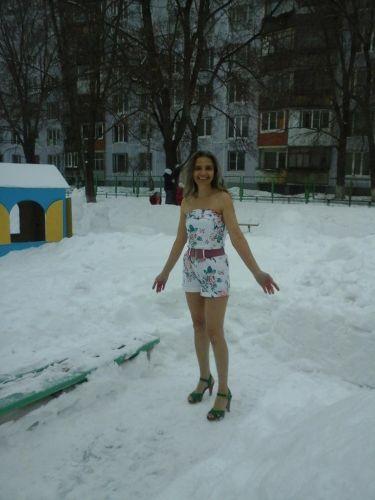 Жительница Тольятти всю зиму ходит в летней одежде и легкой обуви зима, люди, одежда
