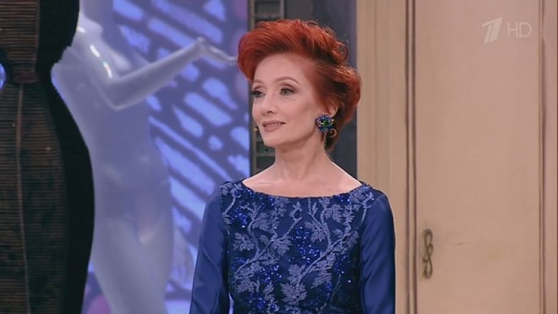 Зарубина была в восторге от вечернего платья ярко-синего цвета