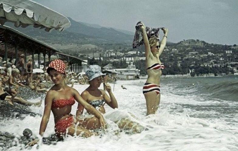 На пляже в Крыму, 1963 год ностальгия, ссср, фото, фотографии