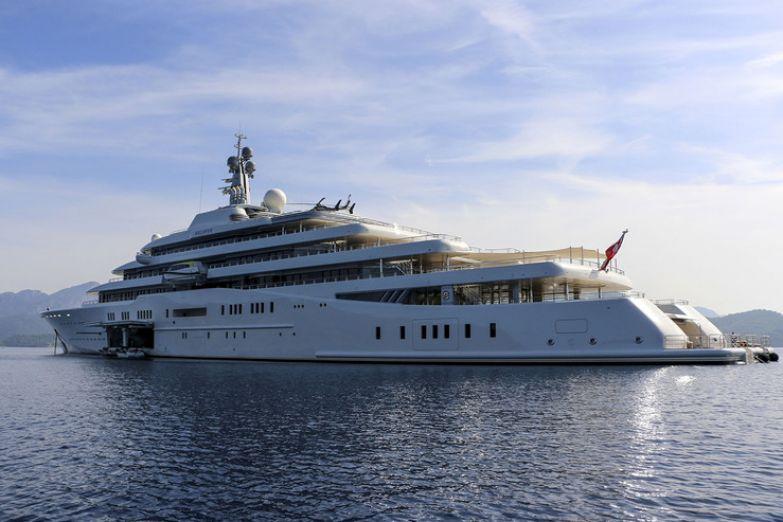 Миллиардер может позволить себе покупать роскошные дома и яхты