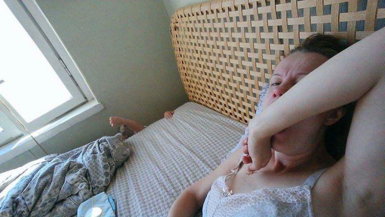 Мама просыпается от ощущения того, что жизнь вокруг нее кипит и она должна просто влиться в нее будни, мама, проект