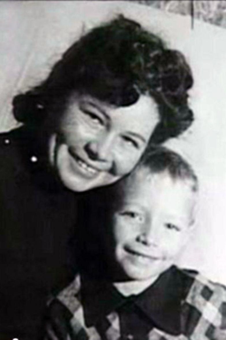 Юрия Каморного воспитала мама