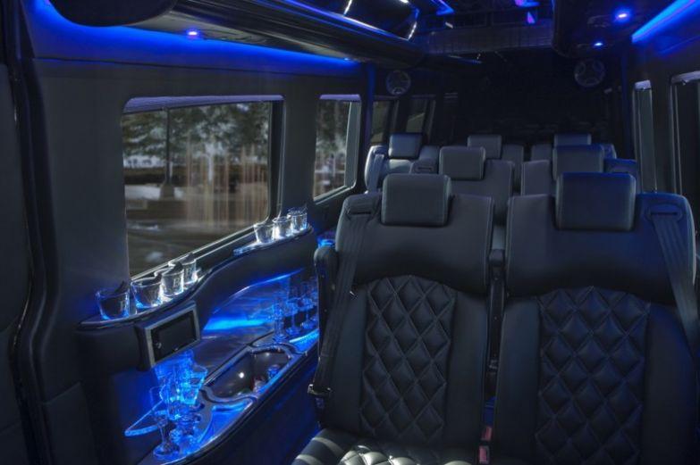 12. 300 тыс. долларов за Mercedes Party Bus миллионер, покупки, роскошь, спортсмен