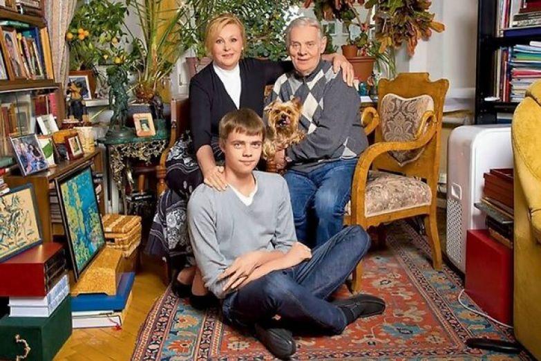 Селезнева с мужем и сыном