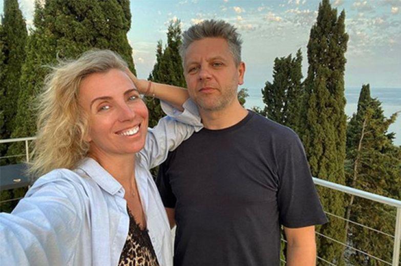 ...ну а Светлана в прошлом месяце вышла за Сергея Харченко