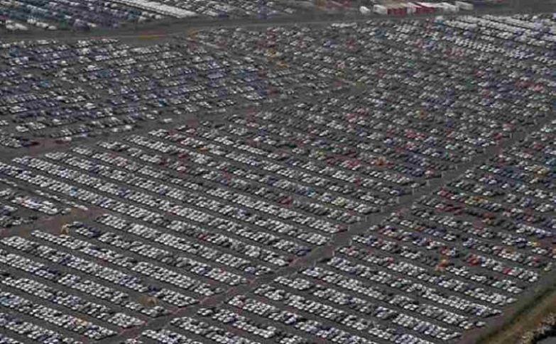 На фотографии - тысячи непроданных машин, нашедших свой покой в местечке Ширнесс, Великобритания. авто, факты