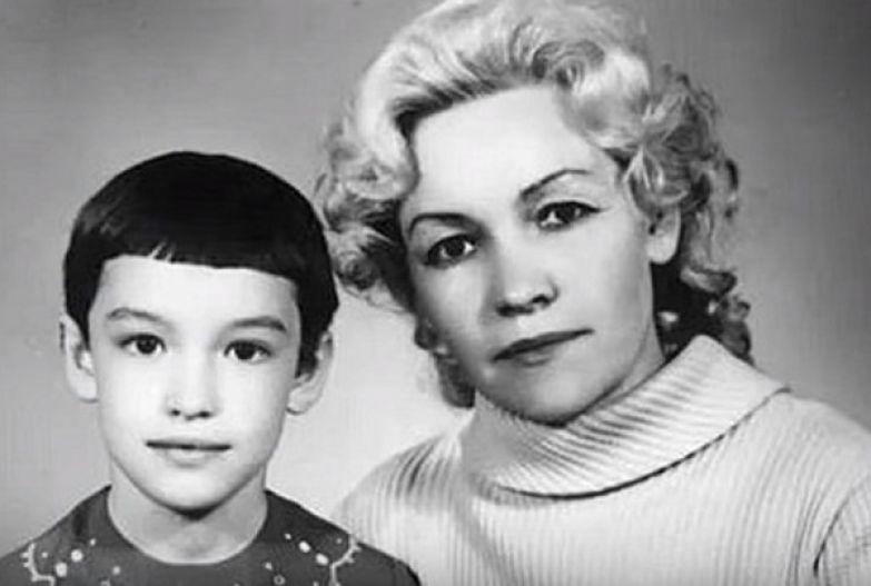 Маленькая Аня Самохина с мамой