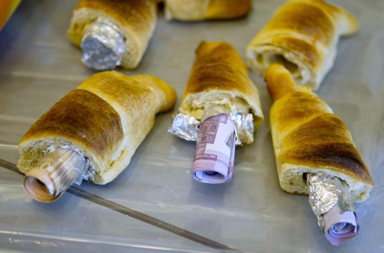 Деньги в булочках контрабанда, прикол, смешно, фотографии