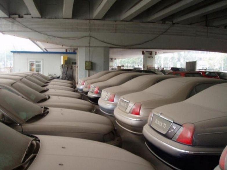 А это британские Rover 75 пылятся на складе где-то в Китае. авто, факты