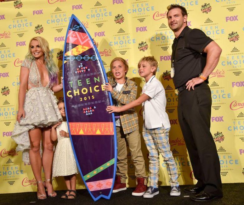 Бритни Спирс с сыновьями, братом Брайаном и племянницей