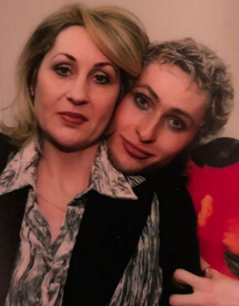 Во время химиотерапии Шуру поддержала мама