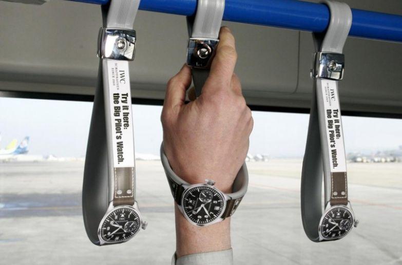 6. Швейцарский часовой бренд IWC рекламирует свои часы Big Pilot Watch, позволяя их примерить вот таким образом интересно, креативная реклама, рекламные, трюки