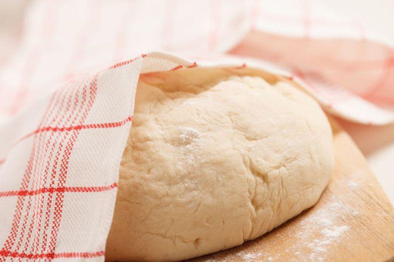 Не забудьте оставить немного теста для украшения пирога