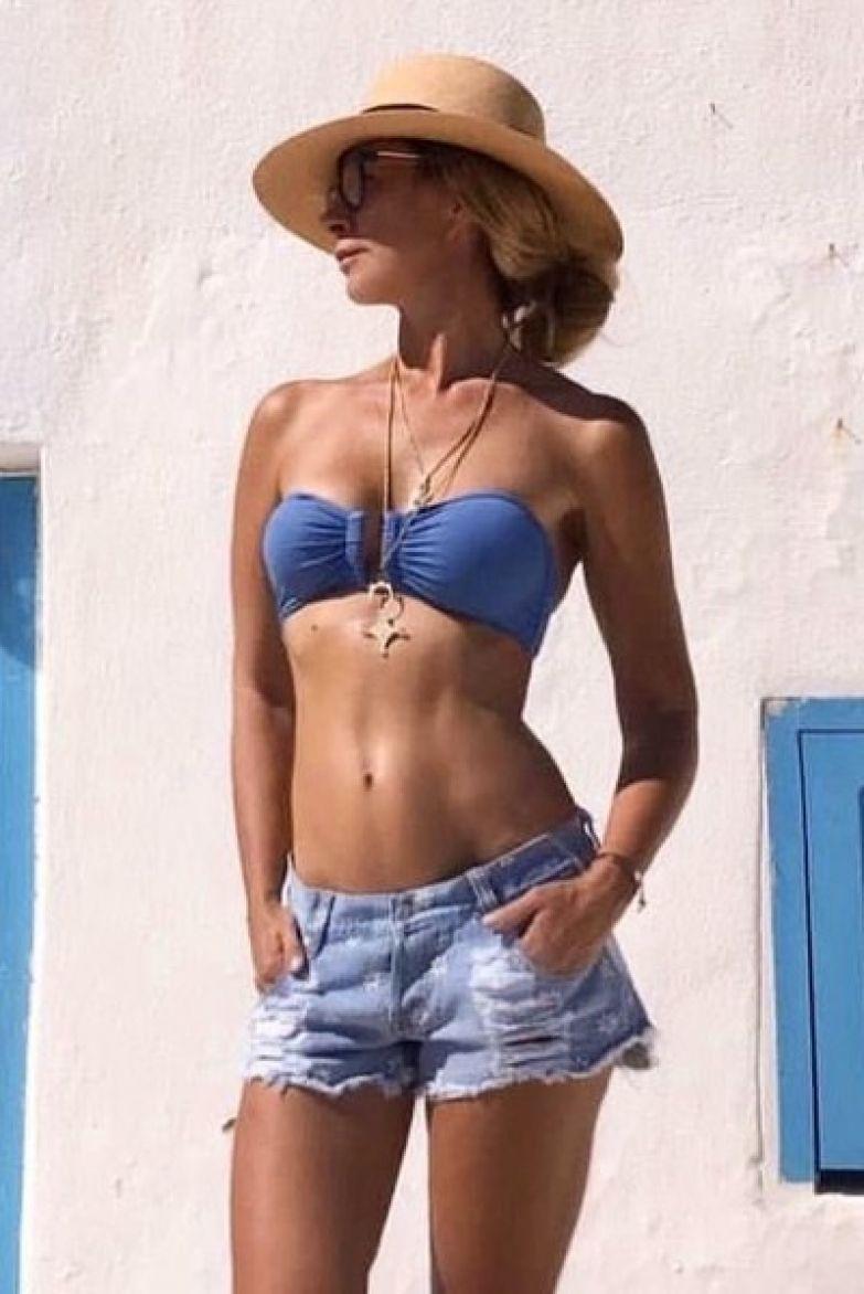 Ника Белоцерковская опубликовала фото в купальнике и шортах в ответ на реплику Ксении Собчак