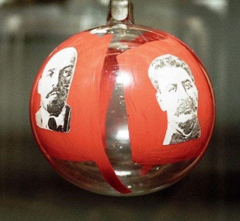 Были и новогодние игрушки с портретами лидеров мирового пролетариата.