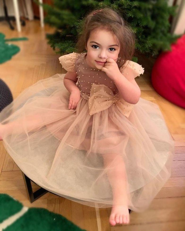 Анастасия редко публикует фотографии маленькой дочери