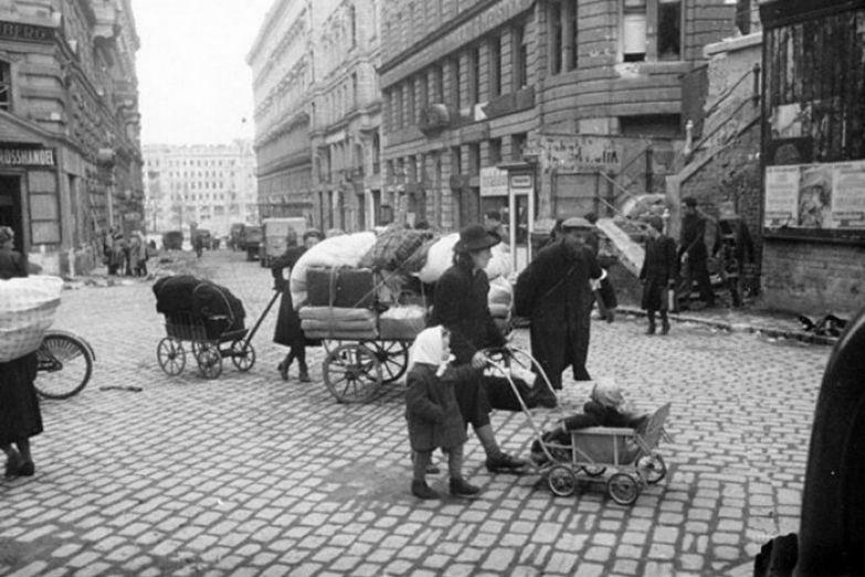 По предположениям историков, с 1946 по 1956 г. в Австрии родились от 10 до 30 тыс. детей, чьими отцами были солдаты и офицеры РККА. /Фото: cdn.net