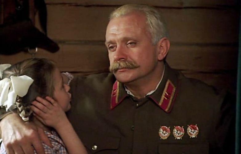 Никита Михалков с дочерью в фильме *Утомленные солнцем*, 1994 | Фото: ru.kinorium.com
