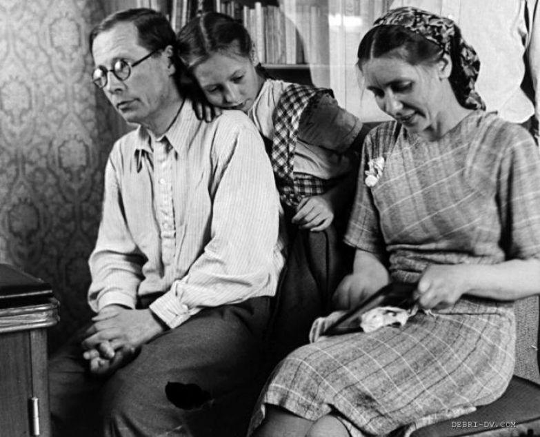 Николай Алексеевич, Екатерина Васильевна и Наташа. Фото 1946 года.