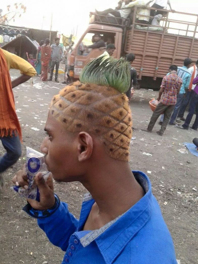 Никто не запрещал этому парню быть ананасом и он им стал. идиоты, прикол, фрики, юмор