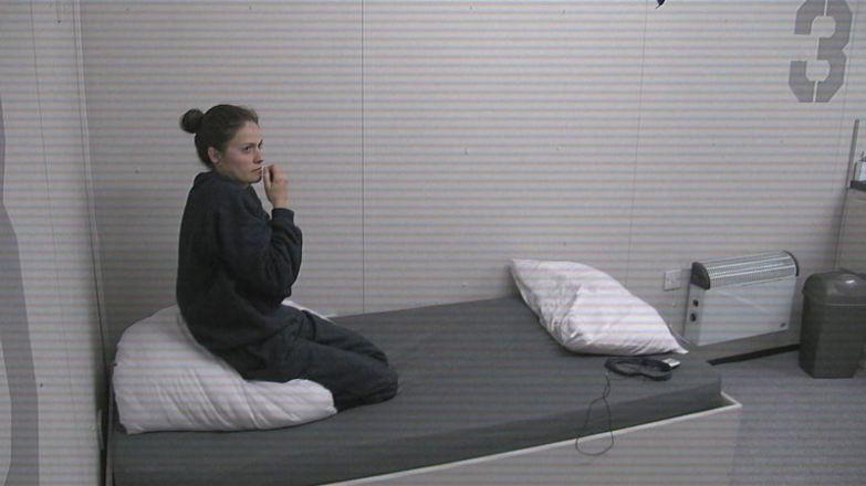 Телеэксперимент: пять суток в одиночной уютной камере без Интернета. Результат впечатляет! In Solitary, камера. люди. в мире. интернет, результат, шоу, эксперимент