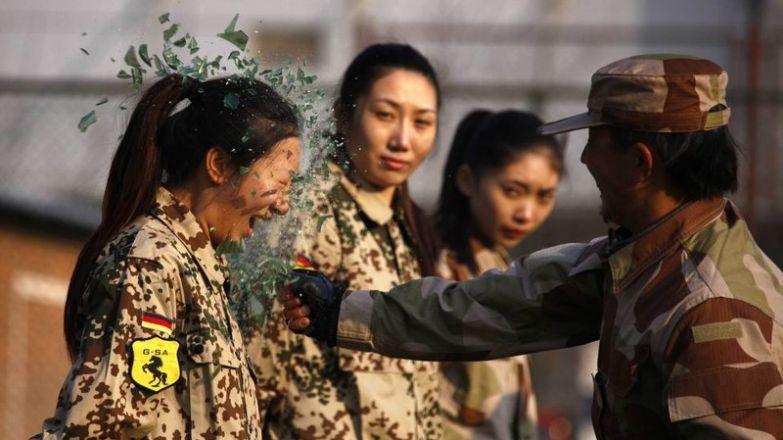 Ну и в армии, конечно, тоже будет крайне весело. прикол, равноправие, феминизм, юмор