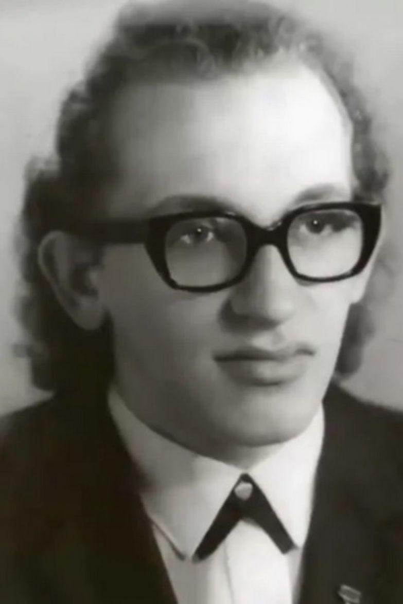 В 17-летнем возрасте Анатолий дал обет воздержания
