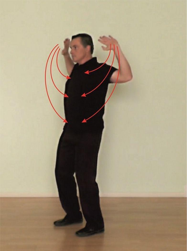 Выковывание корпуса энергетического тела. Ладонями нанесите удары вперед на уровне плеч, затем на уровне груди, затем на уровне талии.