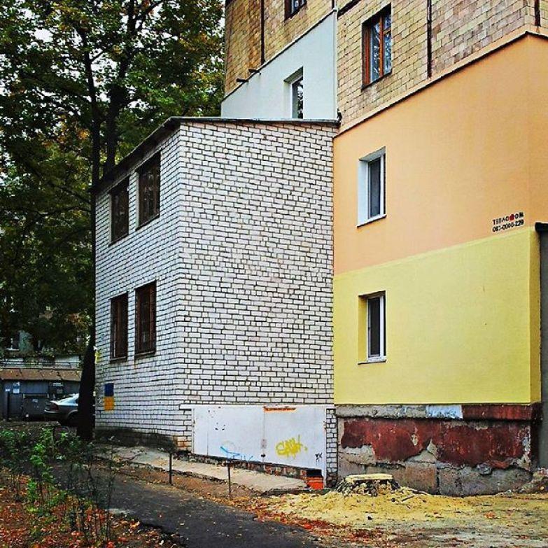 В Харькове рядом с панельным домом построили гаражик прикол, своими руками, сделай сам, юмор