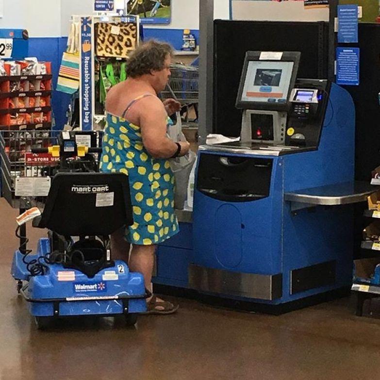 Когда срочно нужно в магазин и ты одел первое, что попалось под руку. И не важно, что это платье жены. не надо стесняться, прикол, юмор
