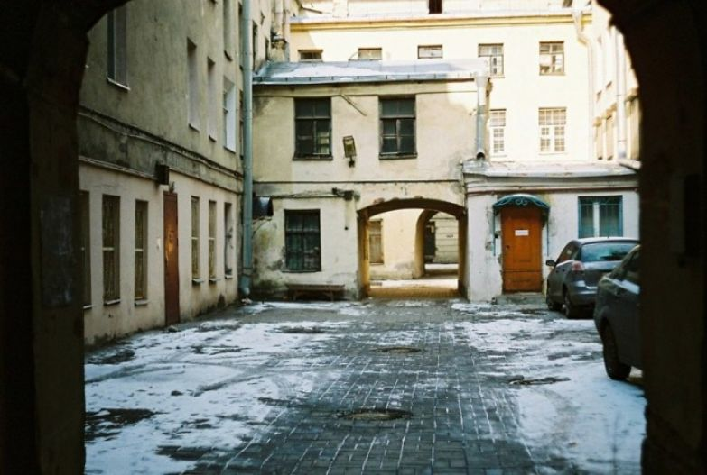 Питерский дворик, где-то в исторической части города.