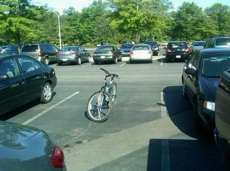 Ещё один пример отличной парковки. like a boss, прикол, юмор