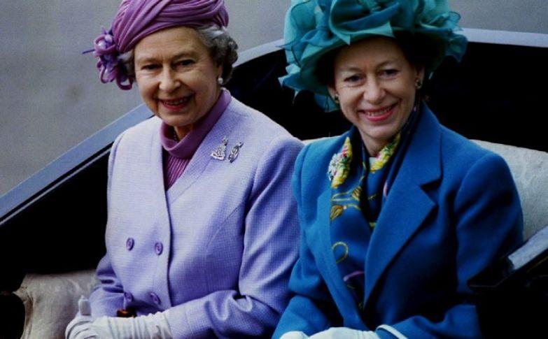 Королева Елизавета II и ее сестра принцесса Маргарет.
