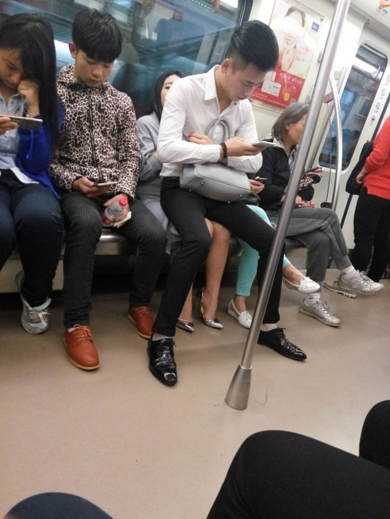 И естественно, никаких больше уступаний мест в общественном транспорте. У всех равные права на это сиденье. прикол, равноправие, феминизм, юмор