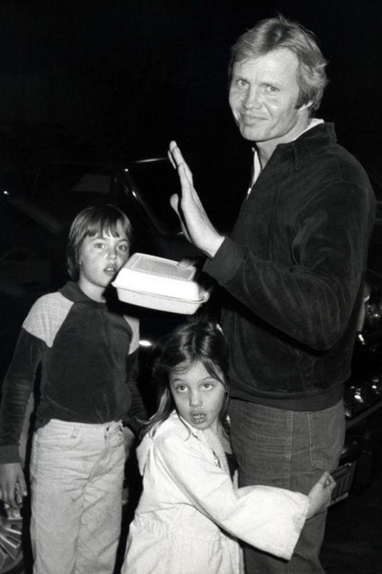 Анджелина Джоли с отцом и братом