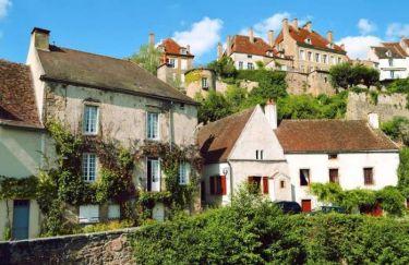 Крохотный средневековый городок, в котором проходили съемки знаменитого фильма «Шоколад».