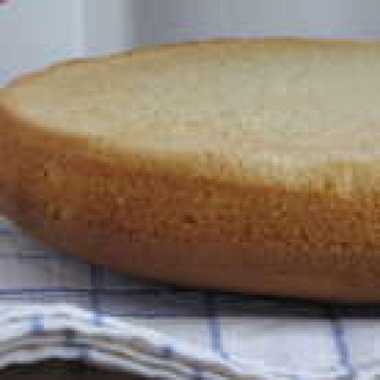 Готовый бисквит вынуть из формы и дать отдохнуть 4-5 часов.
