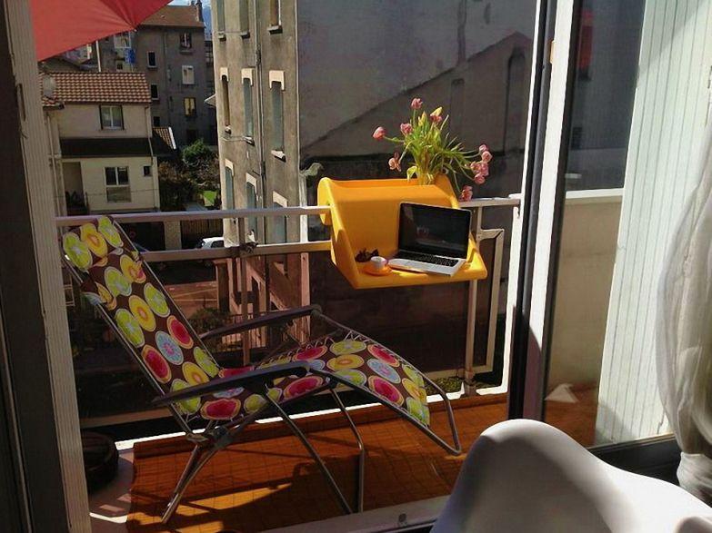 Съемный стол подставка на французском балконе фото