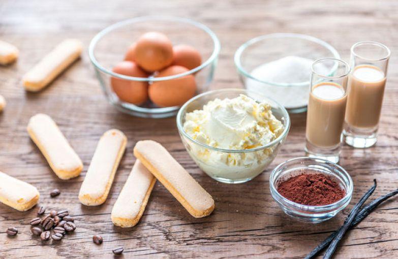 Вместо печенья савоярди можно взять нежный бисквит, а итальянское вино заменят коньяк, ром или ликер