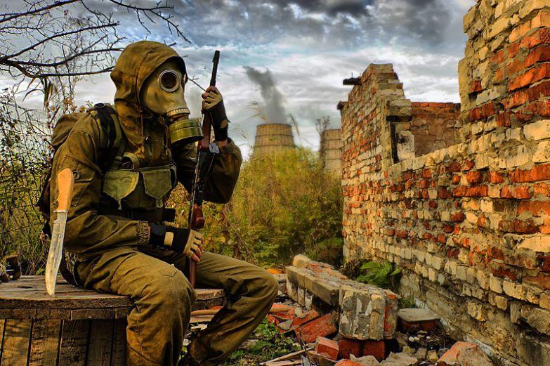 Держите небольшой запас ГСМ на всякий случай, но только не в квартире выживание, на случай войны, советы