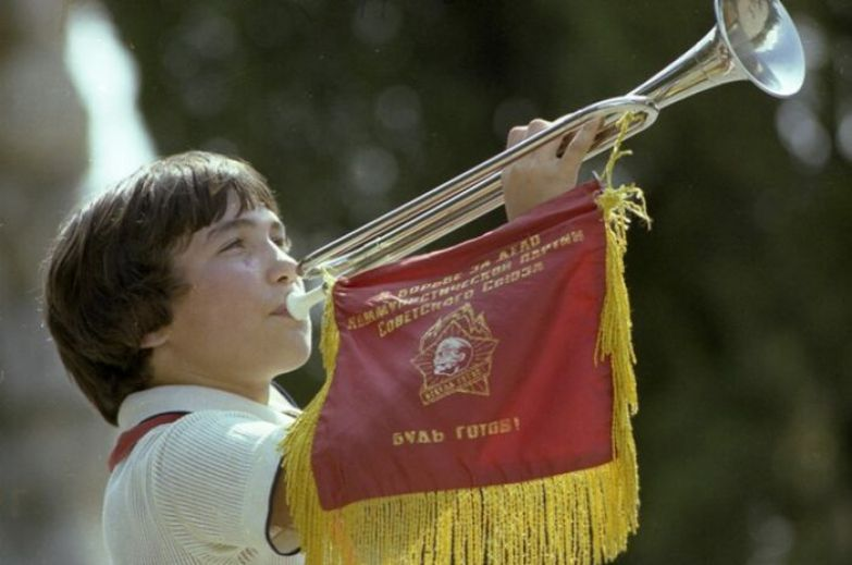 Утром пионеров будили звуки горна. /Фото: image3.thematicnews.com