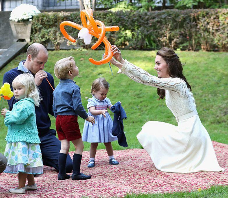 Принц Уильям и герцогиня Кэтрин с детьми - Джорджем и Шарлоттой