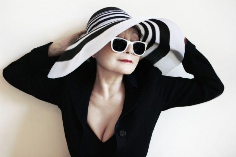 Йоко Оно и сегодня носит траур.