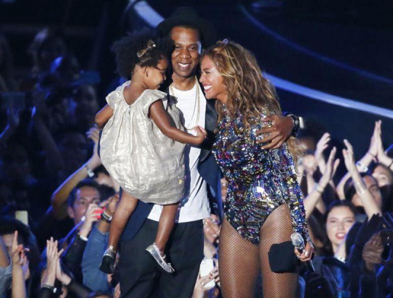 Jay-Z, Блю Айви и Бейонсе на сцене MTV Video Music Awards в 2014 году