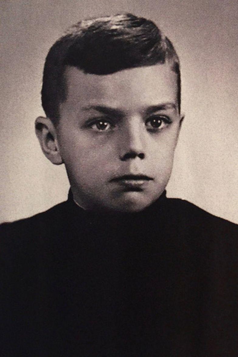 В детстве Раймонда заставляли играть на фортепиано