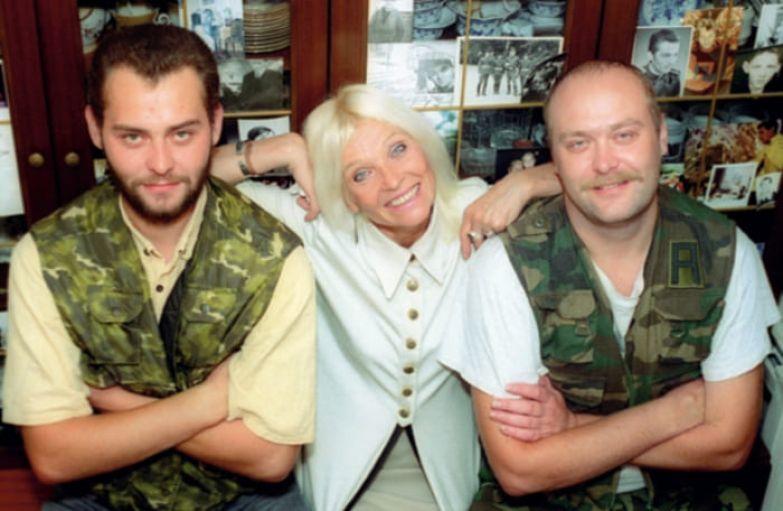 Актриса с сыновьями | Фото: interviewmg.ru
