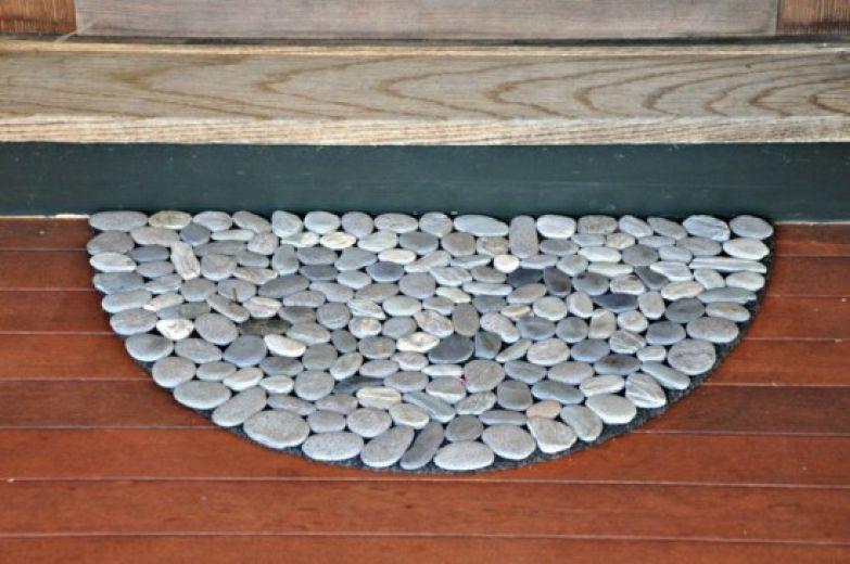 коврик из речных камней