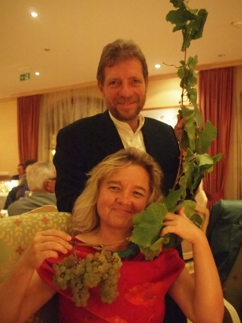 Винодел Клаус Зиммерлинг с женой скульптором Малгордатой Ходовской.