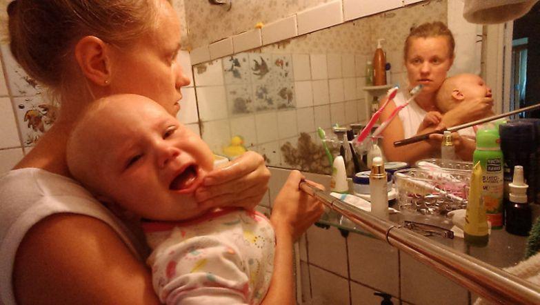 Кушает Василиса очень аккуратно, боится испачкаться будни, мама, проект