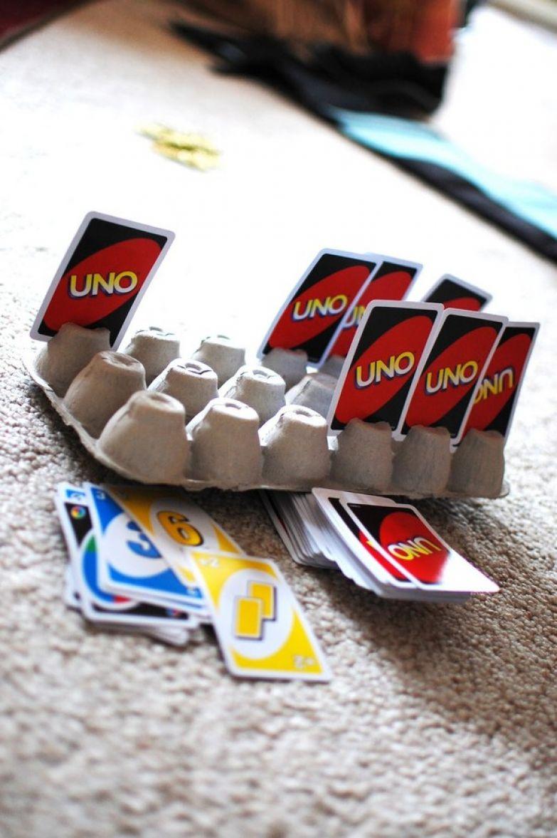 15. С коробками из-под яиц удобно играть в карточные игры дети, подсказки, родители, хитрости